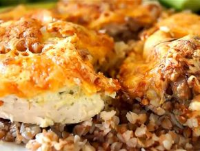 Запеченная курица с гречкой в сметане