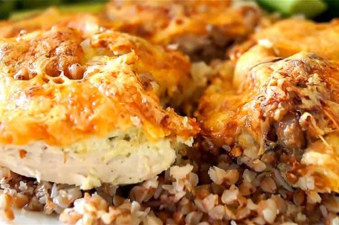 Курица с гречкой в духовке под сырной корочкой