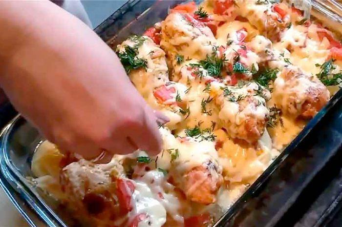 Курица запеченная с картошкой и овощами в духовке