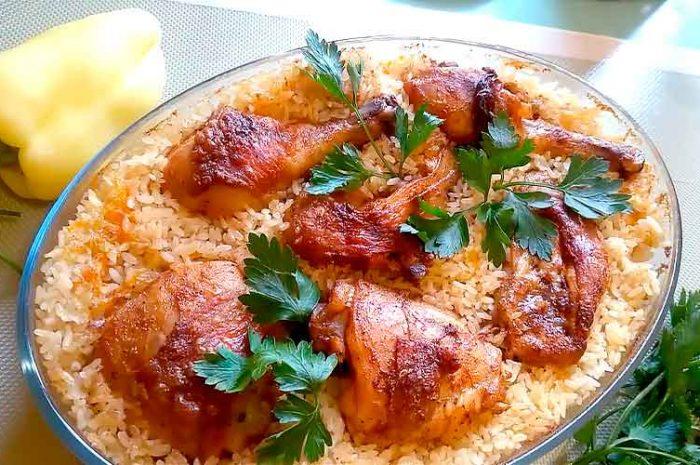 Курица с рисом в духовке, вкусный ужин гарниром