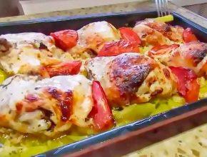 Курица в кефире и картошкой, овощами, и помидорами