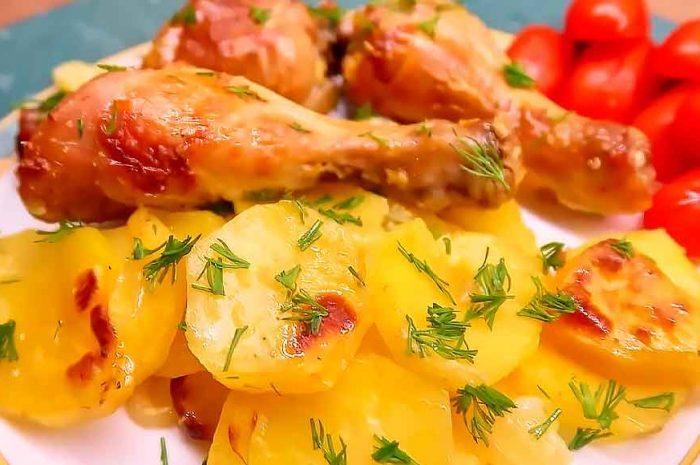 Куриные голени и бедра в сметане с гарниром