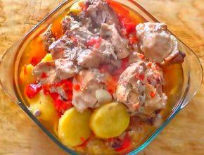 Курица в банке в духовке с помидорами и овощами