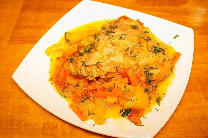 Курица с овощами в мультиварке, простое домашнее блюдо