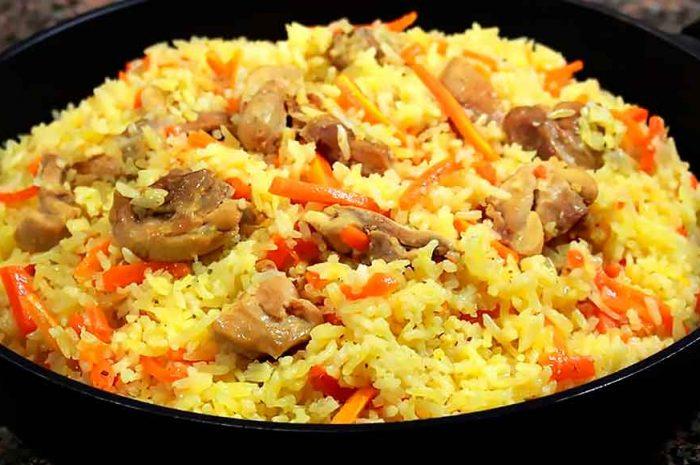 Плов с курицей на сковороде, классическое блюдо из риса