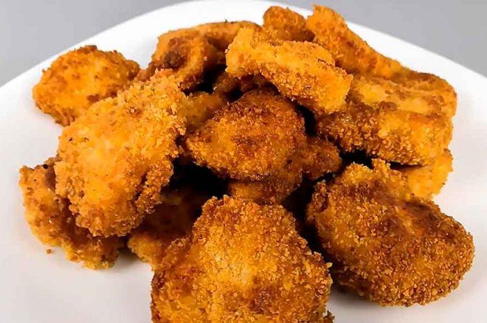 Куриные наггетсы, блюдо на сковороде и в духовке