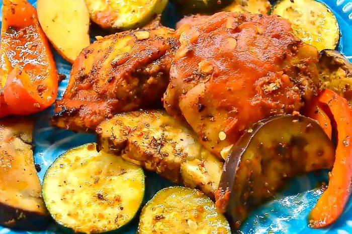 Куриные бедра с овощами в духовке