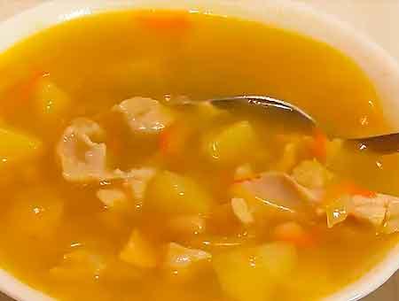 Суп с фасолью получился вкусным и ароматным, разливаем в тарелки, подаем на стол