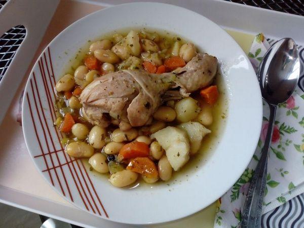Фасолевый вариант супа с курицей холодного копчения