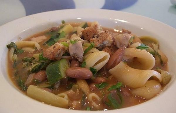 Фасолевый суп с макаронами и курицей