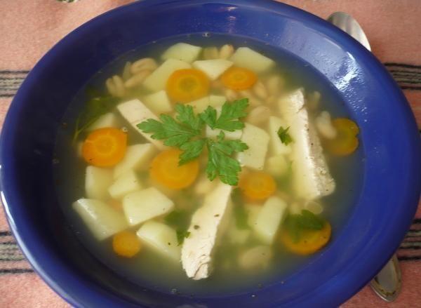 Суп с фасолью и курицей на ужин