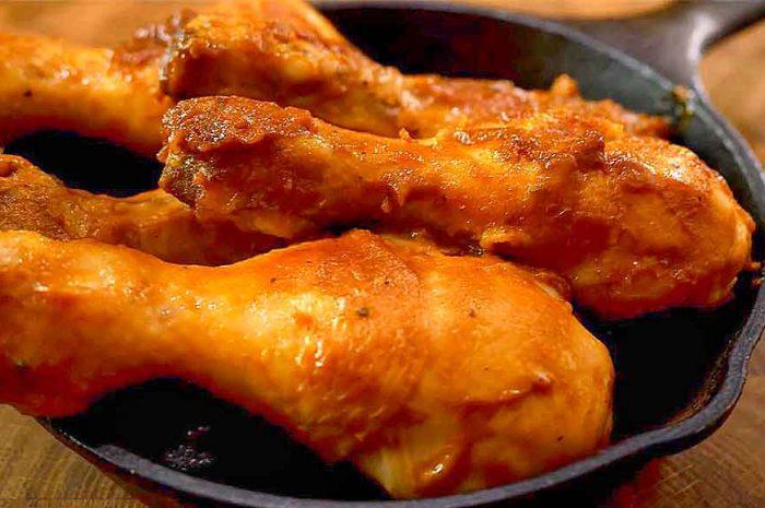 Куриные голени на сковороде в горчичном соусе