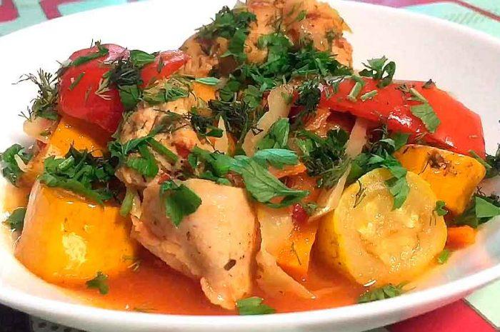 Курица с кабачками в мультиварке, мясо с овощами