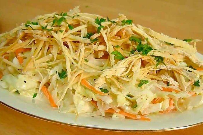 Салат с капустой и курицей, простое блюдо из филе