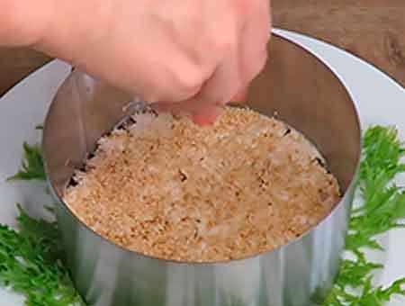 Посыпаем блюдо кунжутом