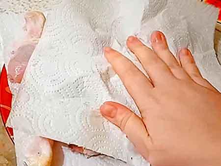 вымакиваем полотенцем курицу