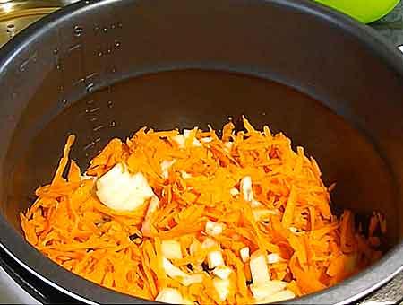 обжариваем морковь в мультиварке