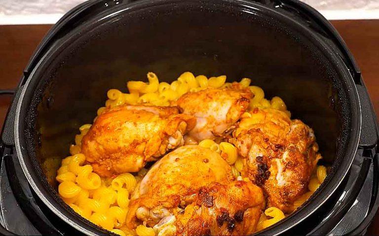 жульен с макаронами курицей на сковороде