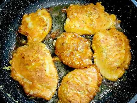 жарим курицу в кляре на сковороде с двух сторон