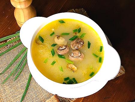 суп готов, подавайте с хлебом и зеленью