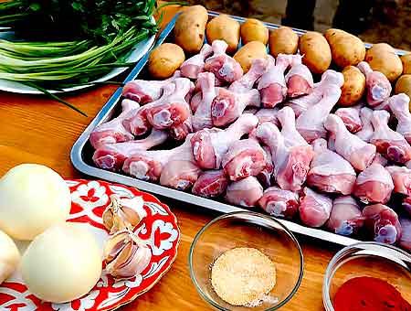 подготовка курицы с картошкой для жарки в казане
