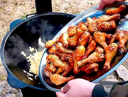 добавляем жареную курицу обратно