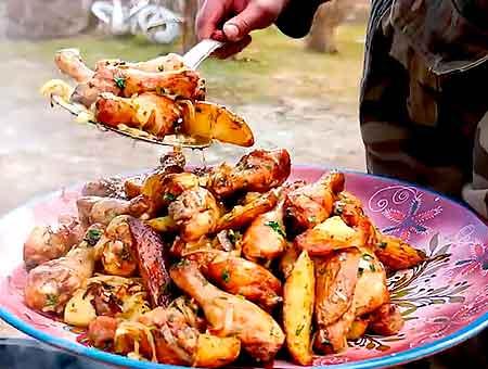 приготовление окончено, накладываем еду на тарелку