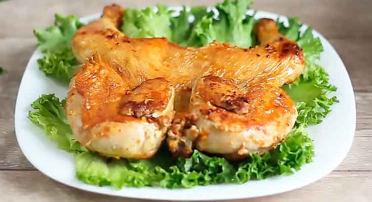 праздничный цыпленок табака на сковороде