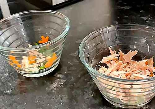 украшаем вазочку морковью