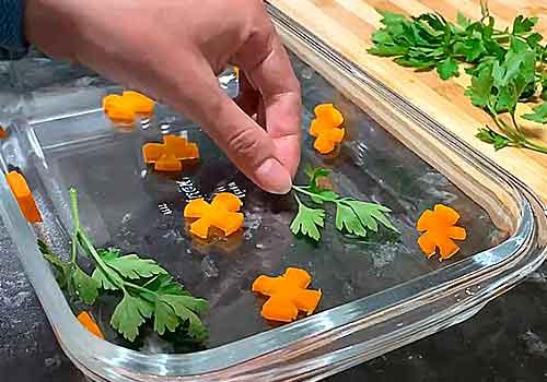 украшение формы петрушкой с морковкой