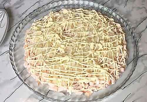 слой из маринованного лука