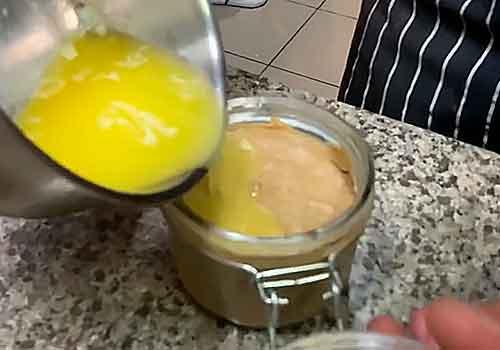 заливание паштета растопленным маслом