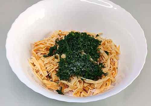 добавление в салат зелени