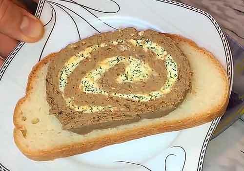 паштет на хлебе