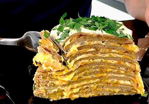 кусок торта из печени